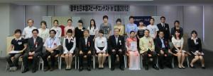集合写真:出場留学生・審査委員・広島キワニスクラブ会員